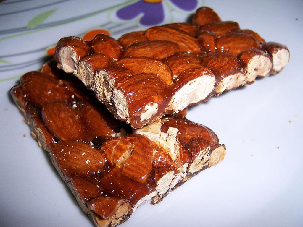 torrone fatto in casa dolci dessert