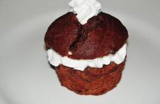 Muffburger: muffin al cioccolato con panna
