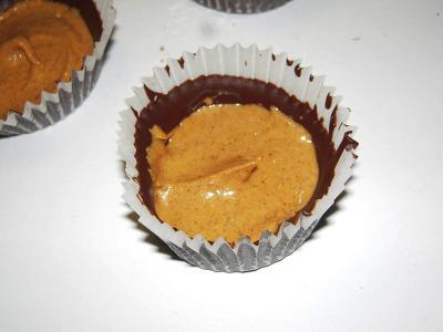 Tortini al cioccolato ripiene di burro di arachidi